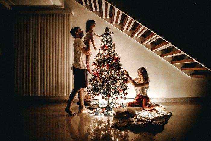 Family decorating Christmas tree - Jean-Francois de Clermont-Tonnerre